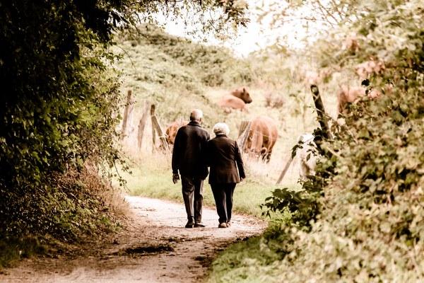 Promenade couple   Pixabay